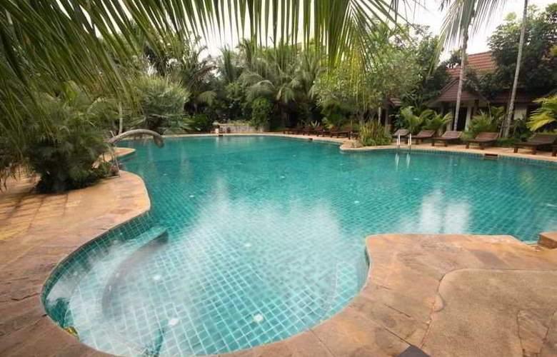 Laluna Hotel & Resort Chiang Rai - Pool - 9