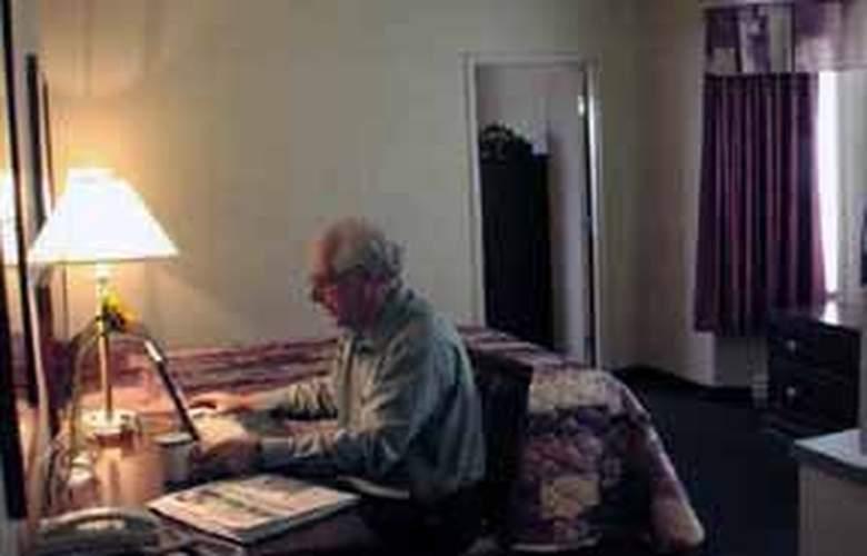 Econo Lodge & Suites - Room - 1