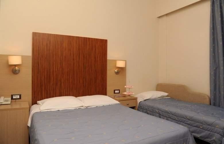 Elena - Room - 7