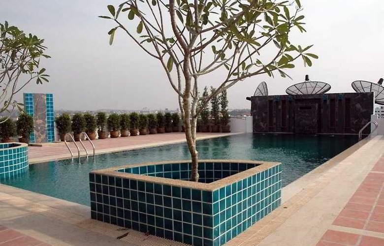 Villa Panalee - Pool - 4
