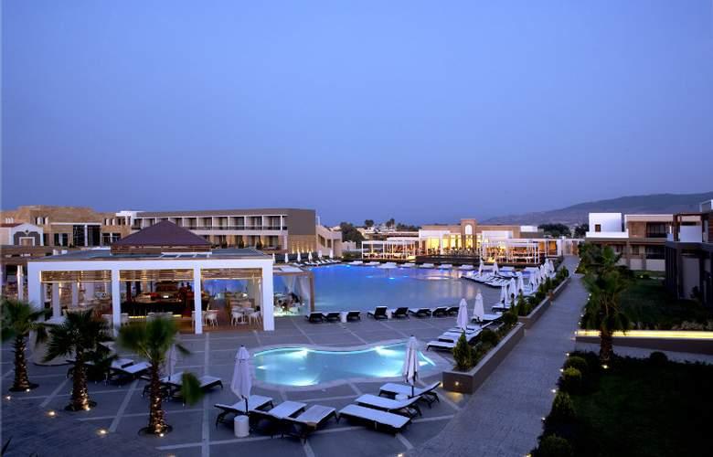 Pelagos Suites Hotel - Pool - 7