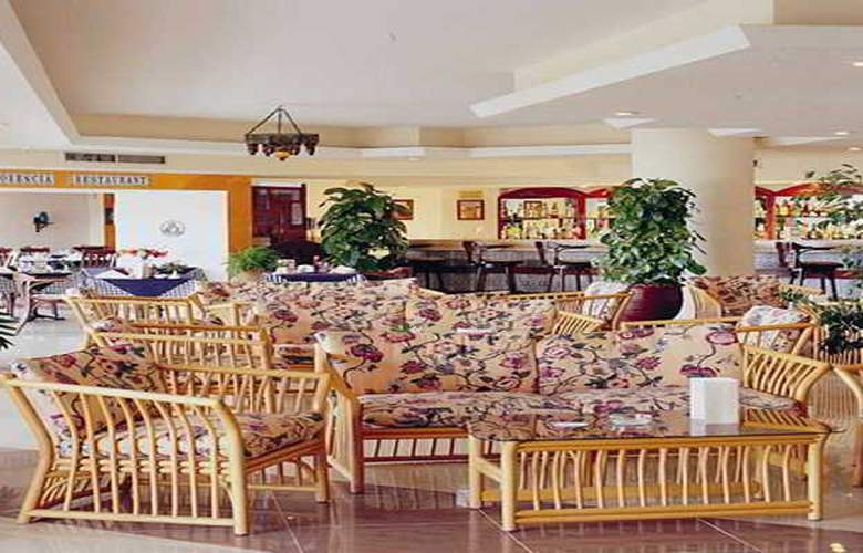 Flamenco Beach Resort - Terrace - 26