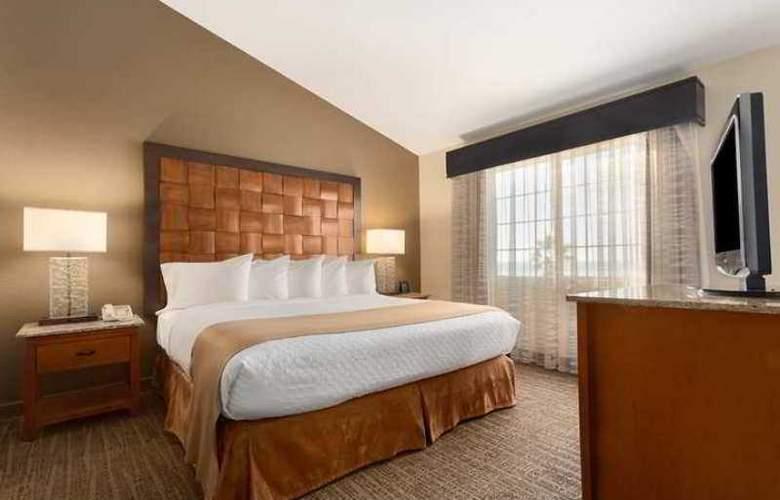 Embassy Suites Mandalay Beach Hotel & Resort - Hotel - 1