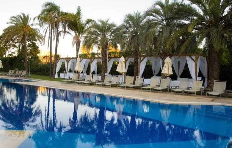 Silken Al-Andalus - Pool - 8