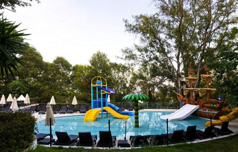 Roc Costa Park - Pool - 2