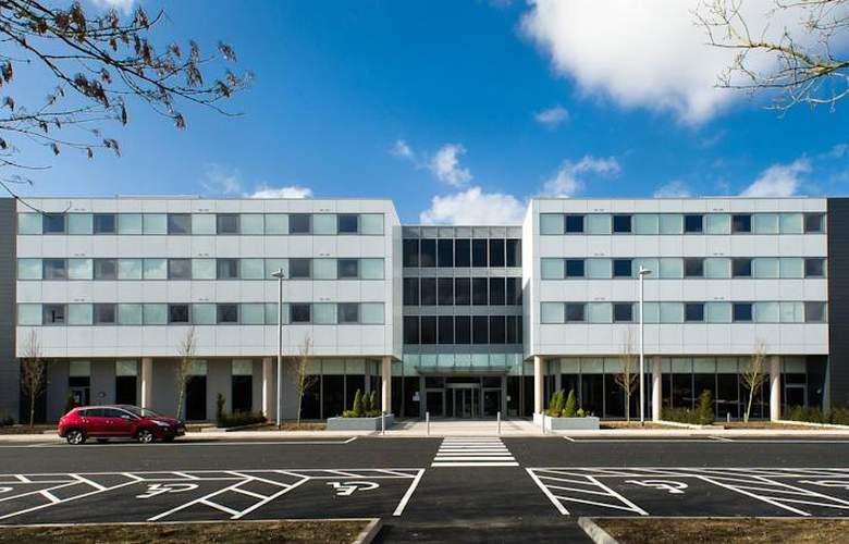 Heston Hyde - Building - 0