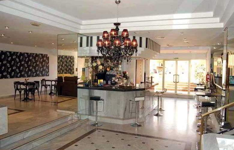 El Faro Inn - Bar - 11