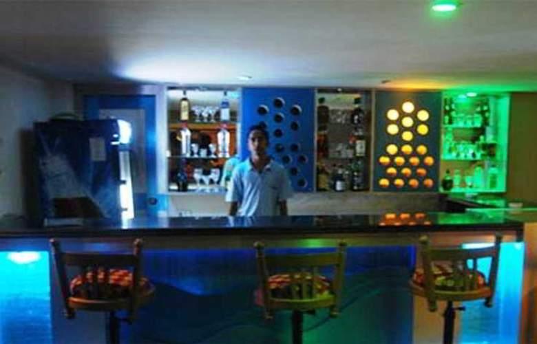 Silver Sands Beach Resort - Bar - 7