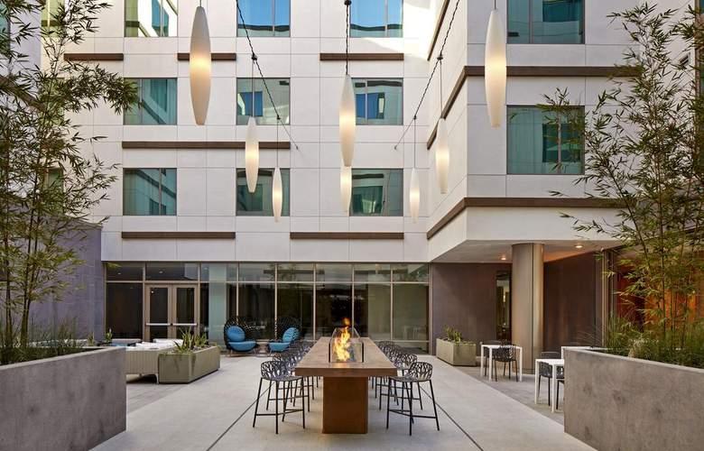 Hilton Garden Inn San Diego Downtown/Bayside - Terrace - 17