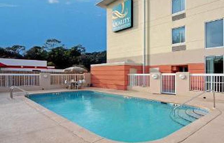 Quality Inn & Suites - Pool - 6