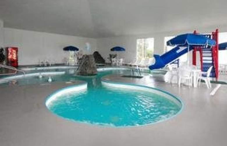 Comfort Suites (Escanaba) - Pool - 4