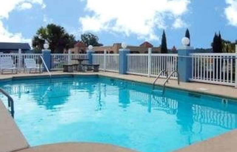 Econo Lodge Tillmans Corner - Pool - 4