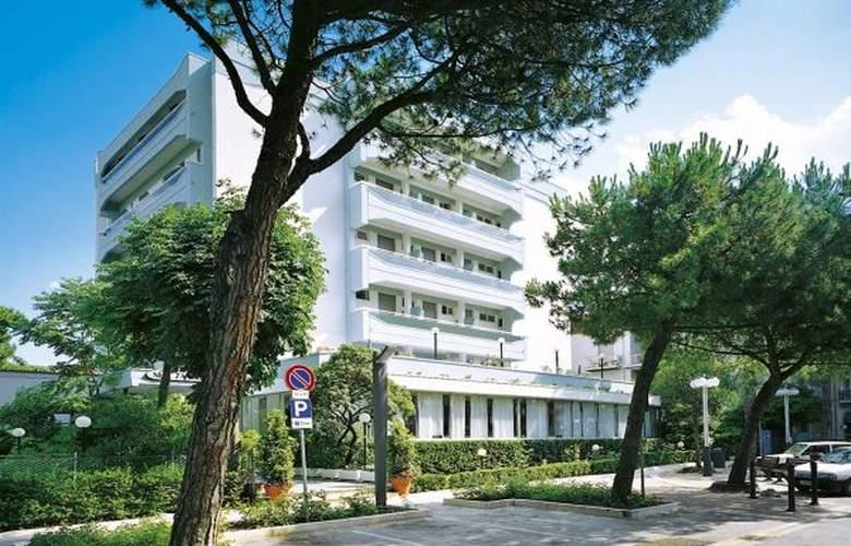 New Zanarini - Hotel - 0