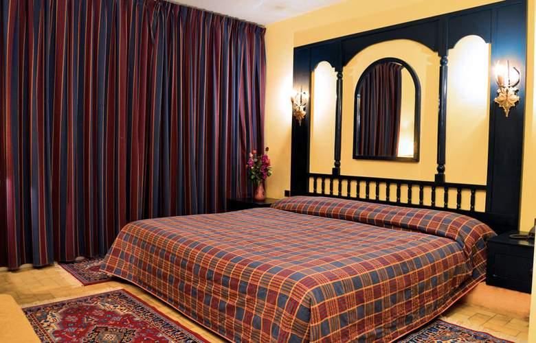 Karam Palace - Room - 2