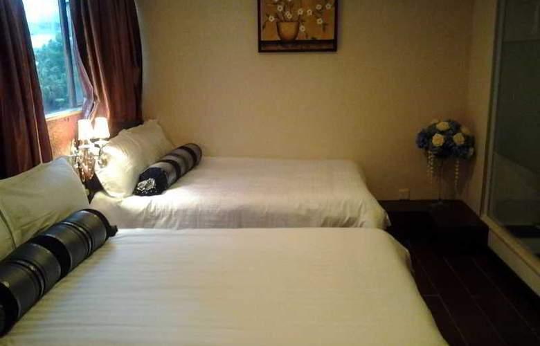 California Hotel - Room - 8