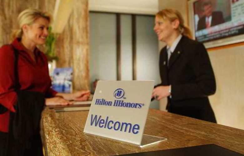 Hilton Dusseldorf - Hotel - 7