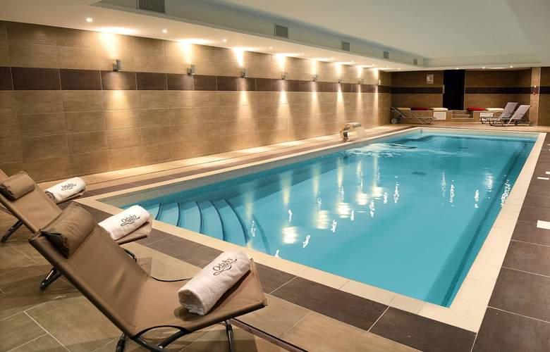 Appart'hôtel et Spa Odalys Ferney Genève - Pool - 2