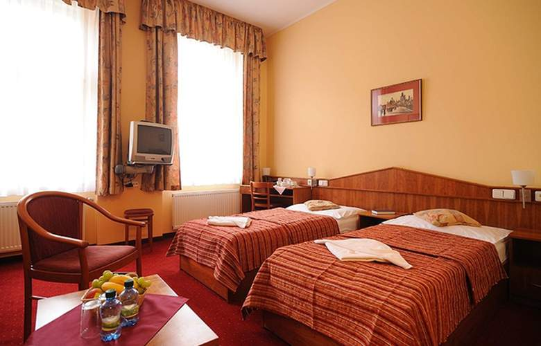 Alton Praga - Room - 7