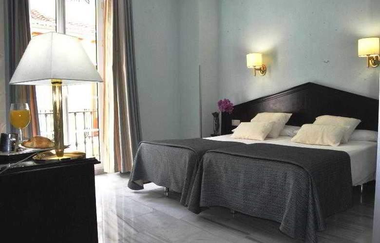 Navas - Room - 12