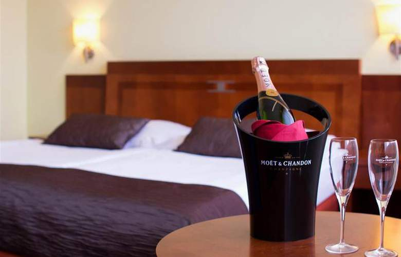 Luxury Family Hotel Bílá Labut - Room - 64