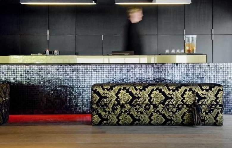 Carbon Hotel - General - 1