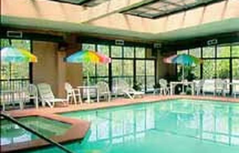 Comfort Inn (Perry) - Pool - 6