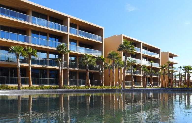 Nau Salgados Palm Village Apartments & Suites - Hotel - 1