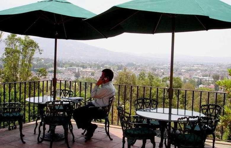 Villa San Jose Hotel & Suites - Terrace - 12