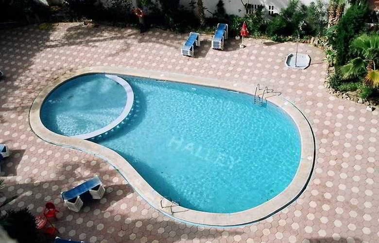 Halley - Pool - 6