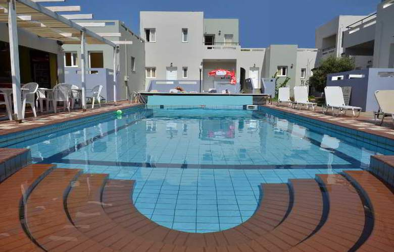 Golden Sun Apartments - Pool - 7