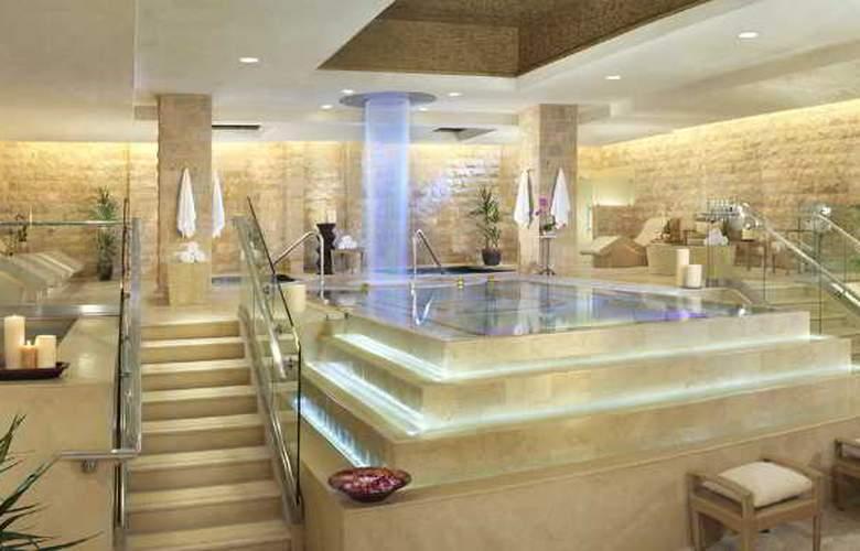 Caesars Palace - Pool - 11