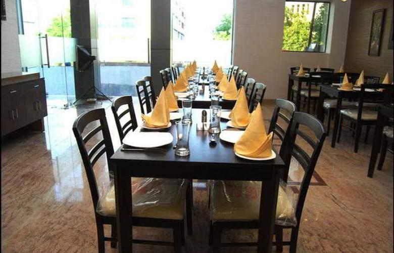 La Wisteria - Restaurant - 8