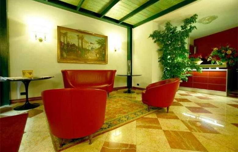 Carlo Magno - Hotel - 0