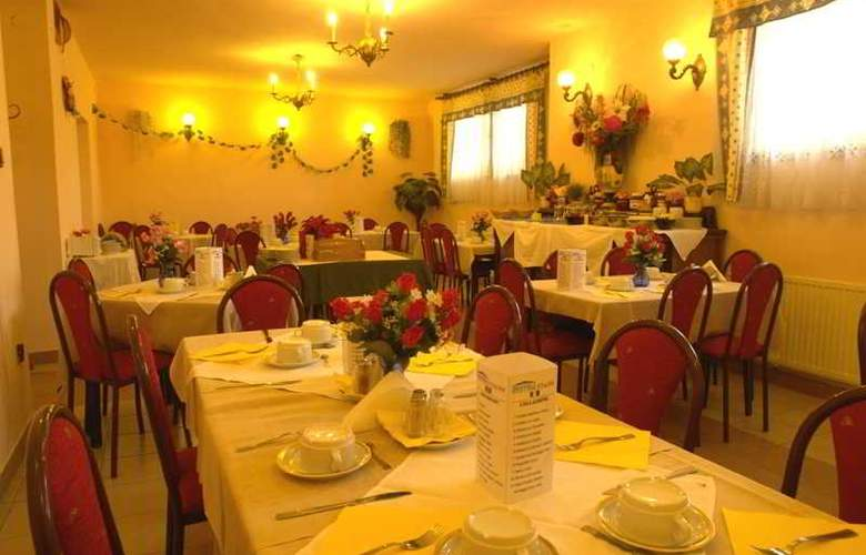 Attila Hotel - Restaurant - 3