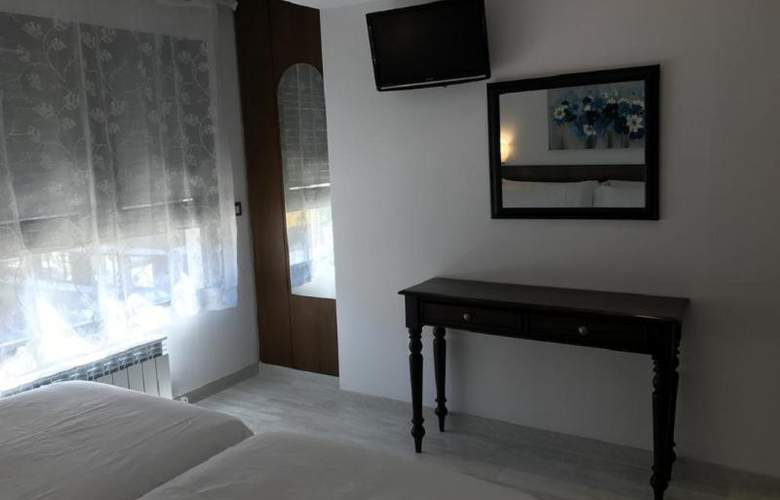 Aston - Room - 11