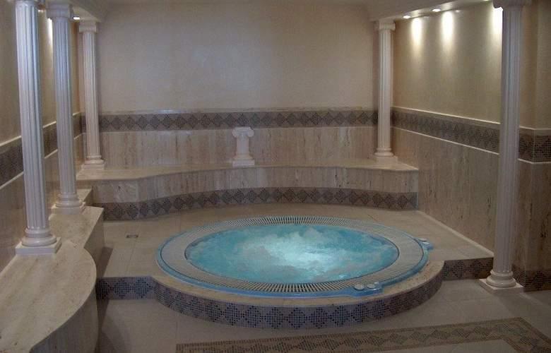 Anyos Park Hotel - Pool - 5