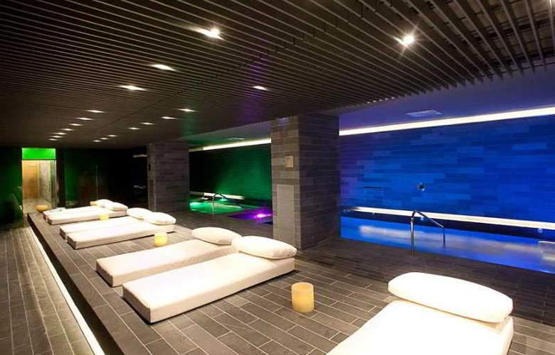 La Mola Hotel & Conference Center - Pool - 14