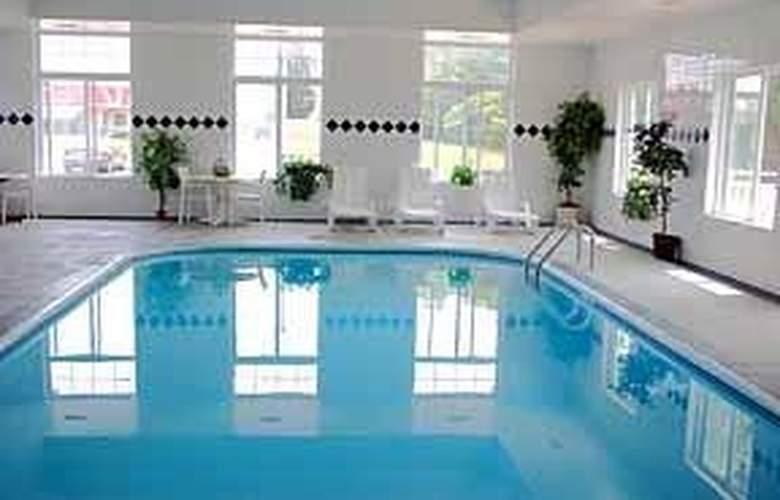 Comfort Inn Cedar Point - Pool - 3