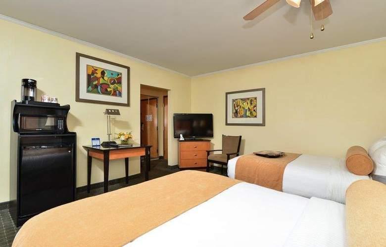 Best Western Plus St. Charles Inn - Hotel - 42