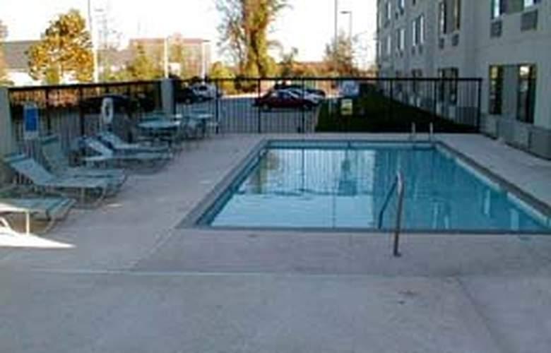 Sleep Inn University Place - Pool - 3