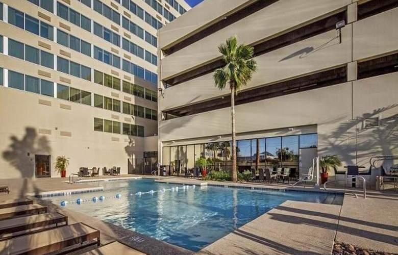 Crowne Plaza Phoenix Airport - Pool - 27