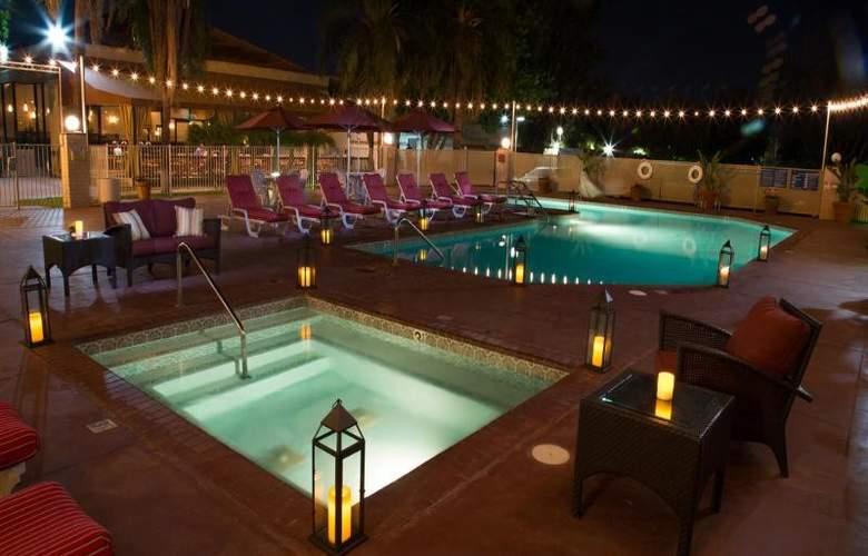Airtel Plaza - Pool - 8
