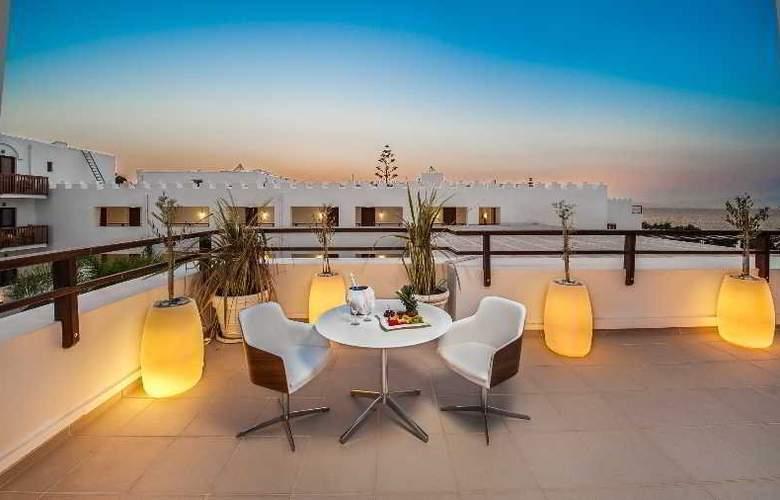 Oceanis Beach & Spa Resort - Terrace - 12