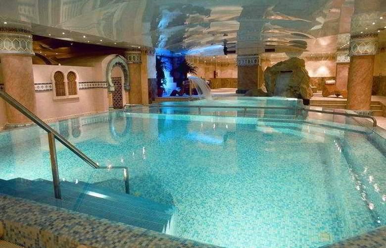 Eugenia Victoria - Pool - 5