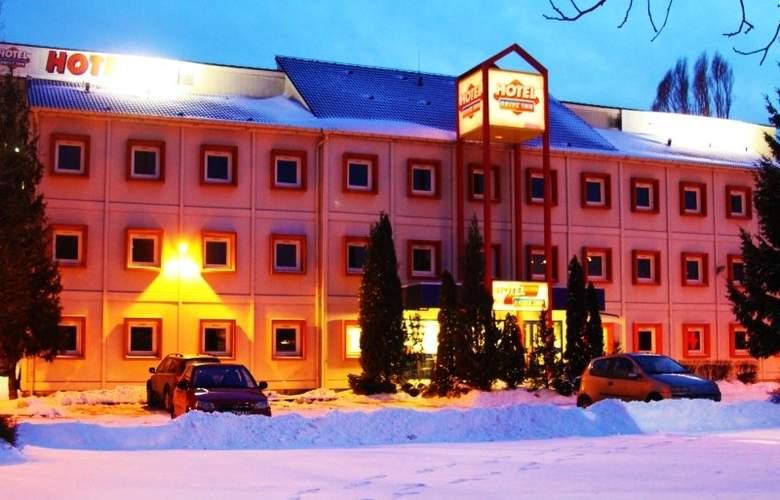 Drive Inn - Hotel - 0