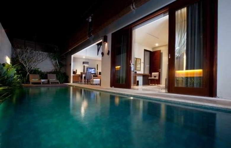 Pradha Villas Seminyak - Pool - 4
