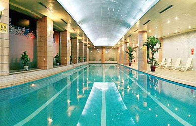 CTS Plaza - Pool - 3
