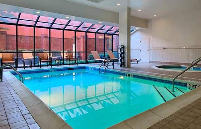 Courtyard by Marriott Chattanooga Downtown - Pool - 9