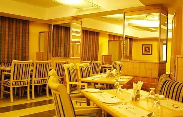 NKMs Grand - Restaurant - 6