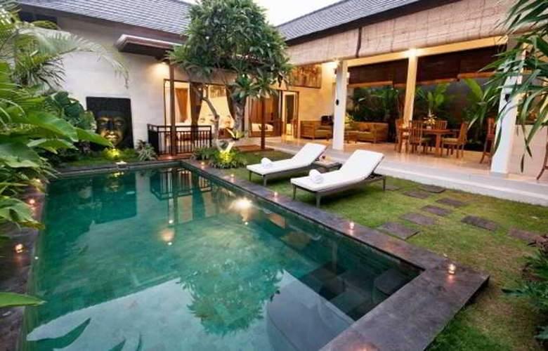 Sandi Agung Villa - Room - 11